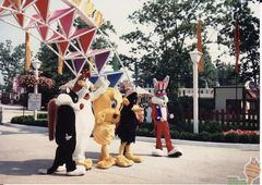 The Looney Tunes in front of Bugs Bunny Land