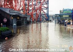 Movie Town Floods 2000.jpg