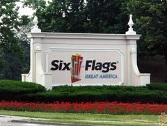 Six Flags Great America Entrance Roadway