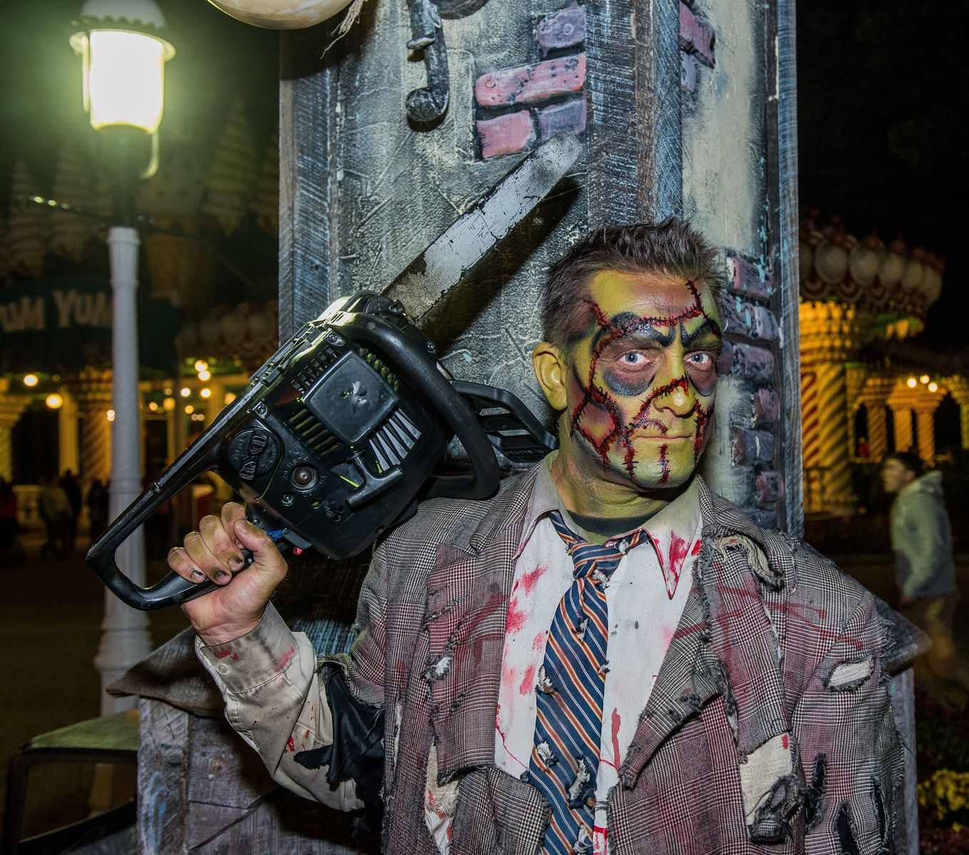 Fright Fest Bloody Fountain Chainsaw Pete