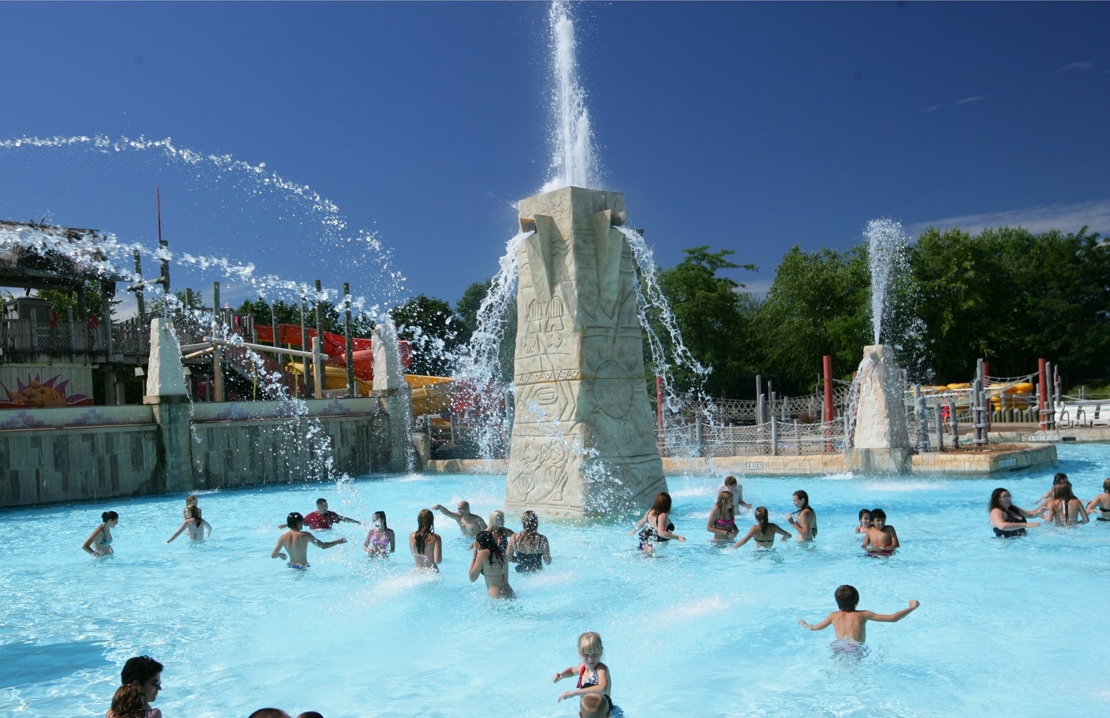 Calypso Springs pool wide shot (Six Flags New England).jpg