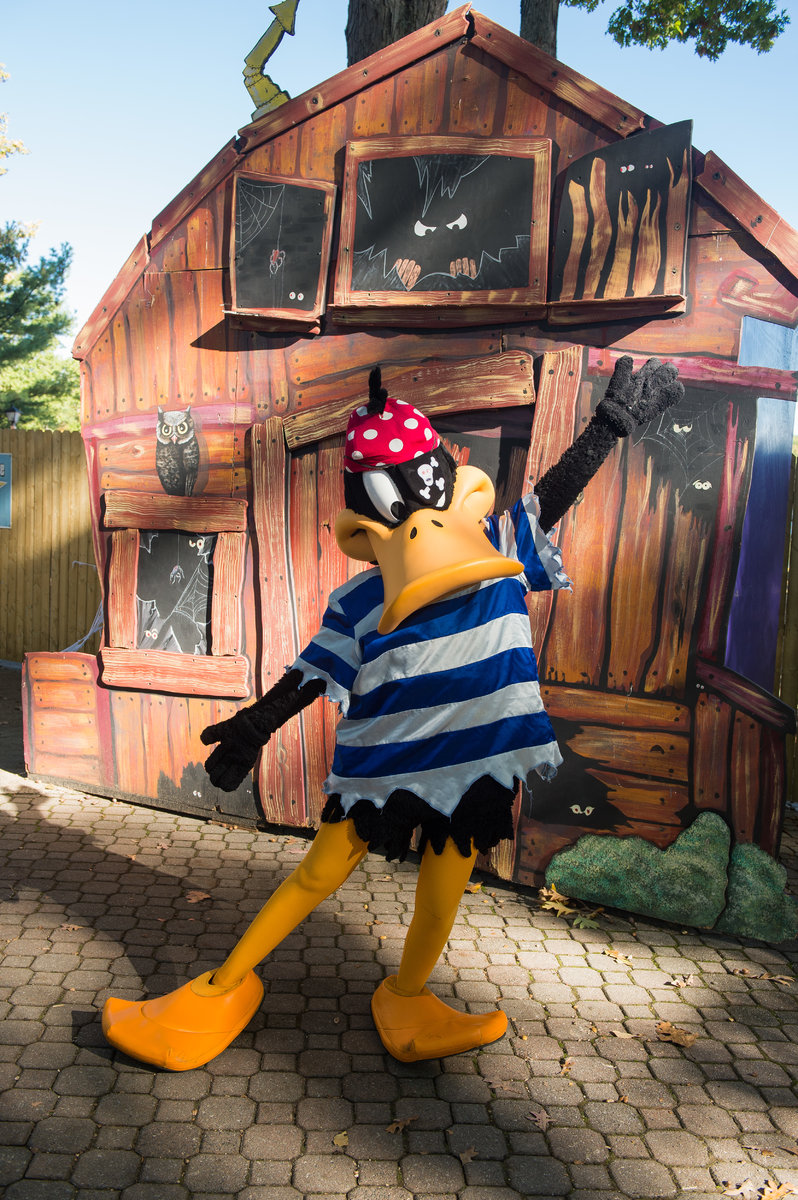 Fright Fest Trick or Treat Trail Pirate Daffy Duck.jpg