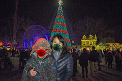 HIP-HolidayTree-MomAndChild.jpg