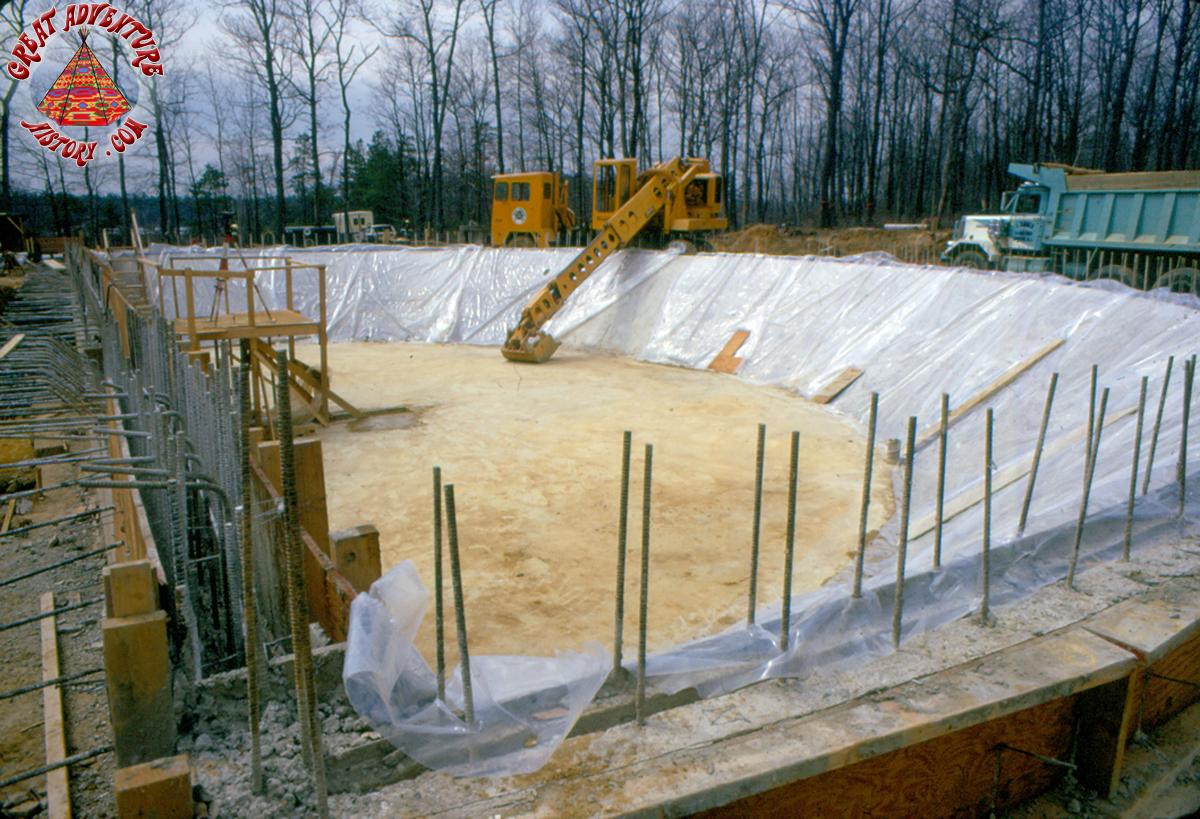 Aqua-Stadium-Pool-Construct.jpg